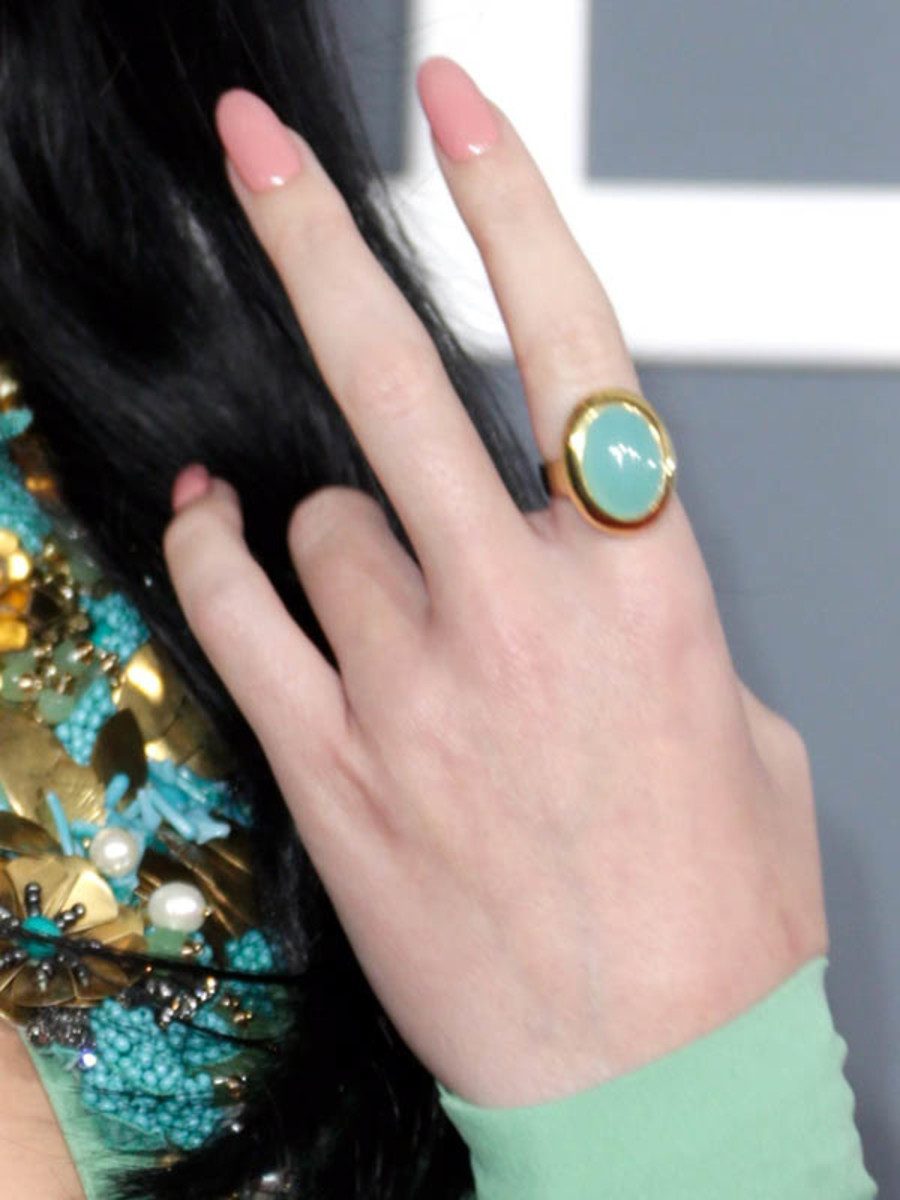 Katy Perry - Grammys 2013 nails - close-up