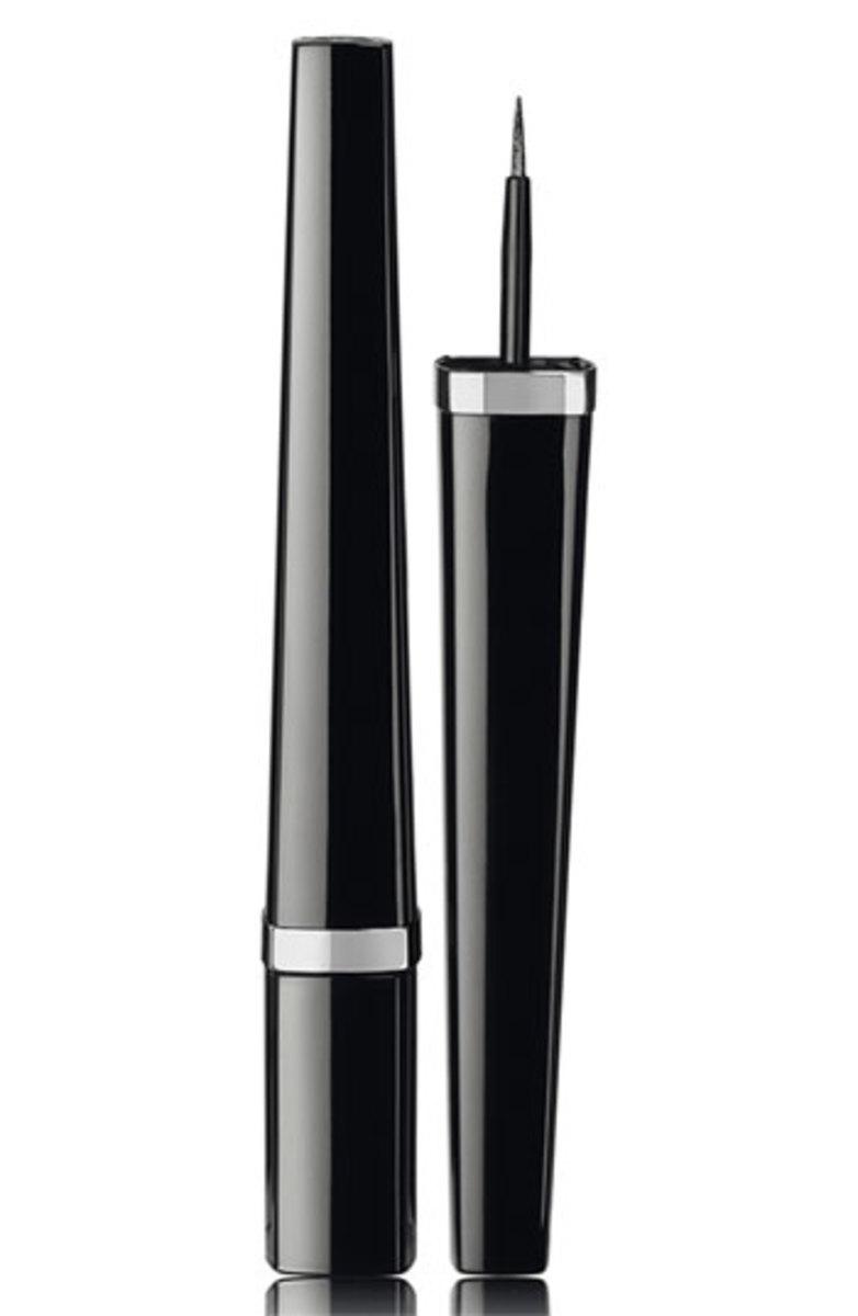 Chanel Ligne Graphique de Chanel Liquid Eyeliner in Noir