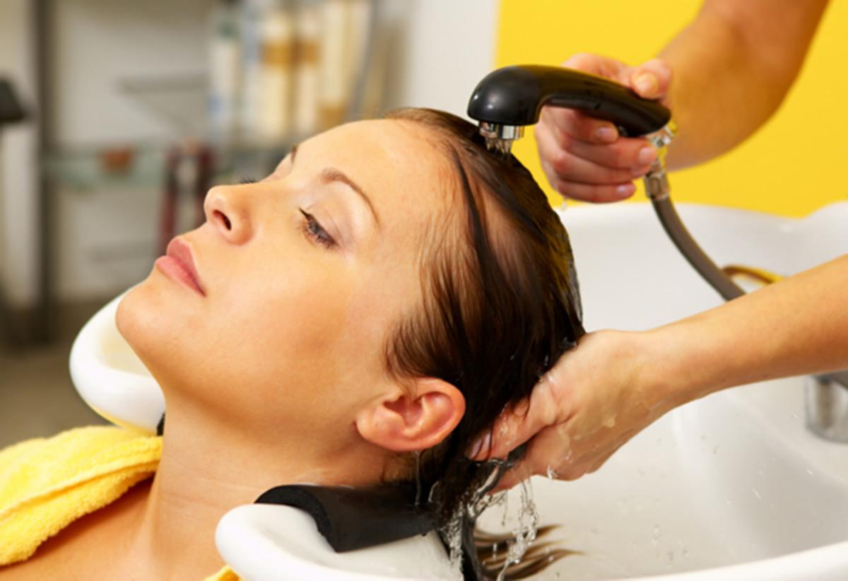 woman-hair-salon-rinse
