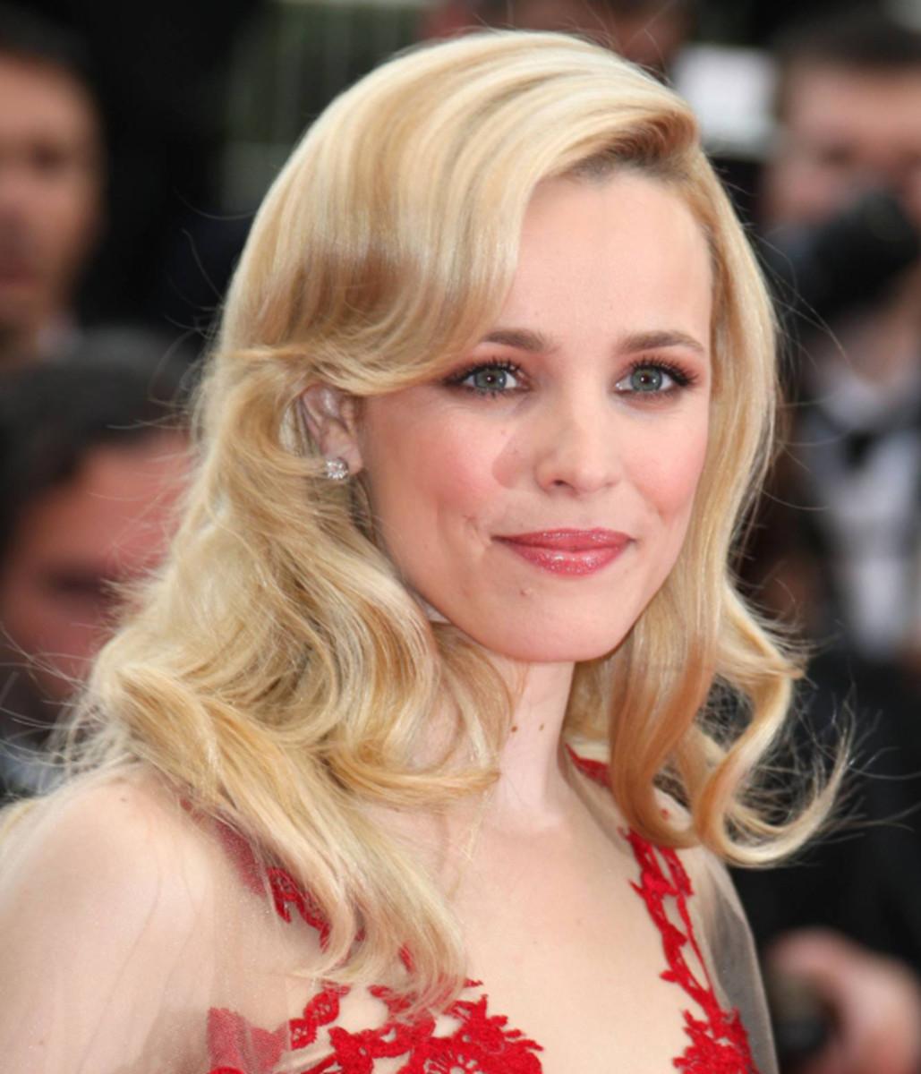 Rachel-McAdams-Midnight-In-Paris-Premiere-Cannes-2011