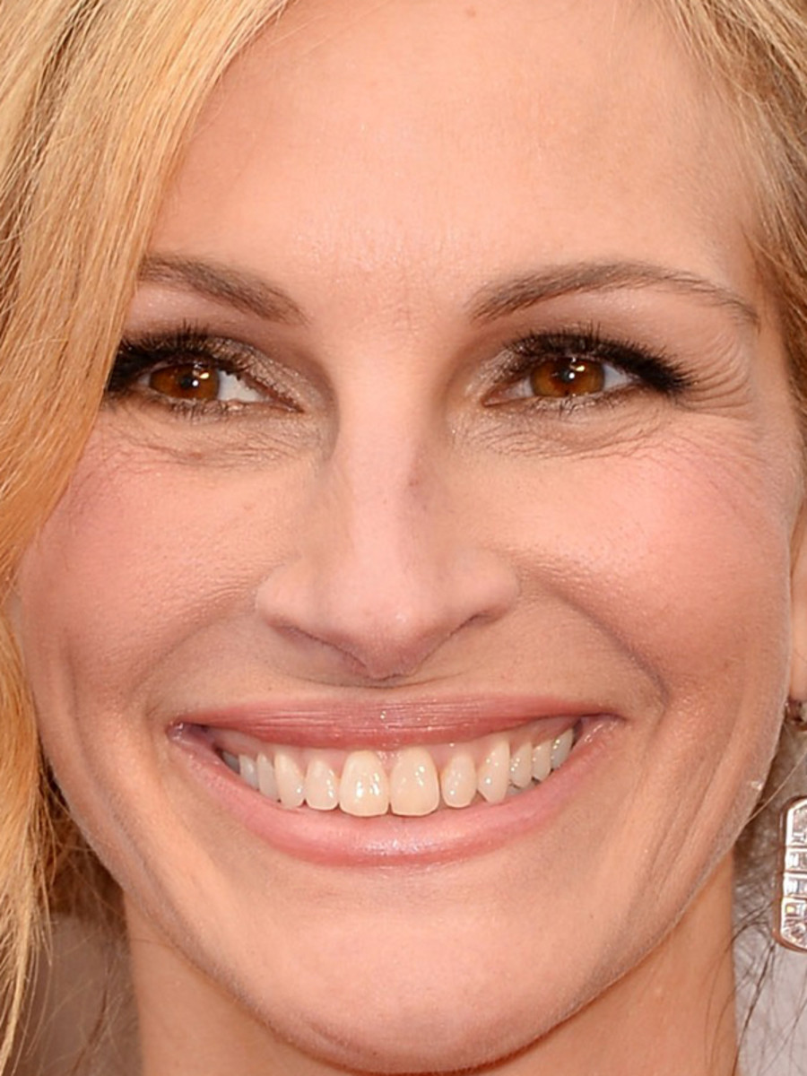 Oscars 2014 Julia Roberts Soft Smoky Eyes And Golden