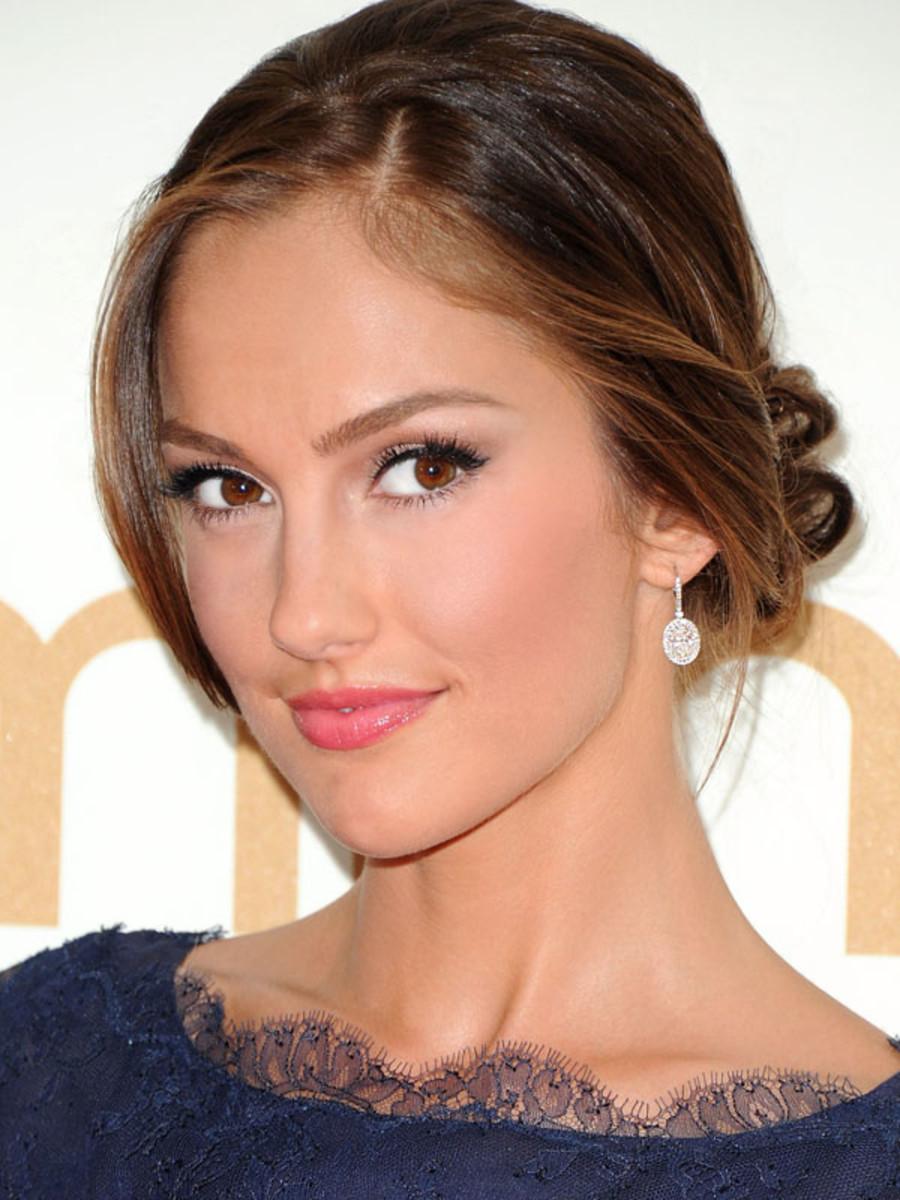 2011-Emmy-Awards-Minka-Kelly-2