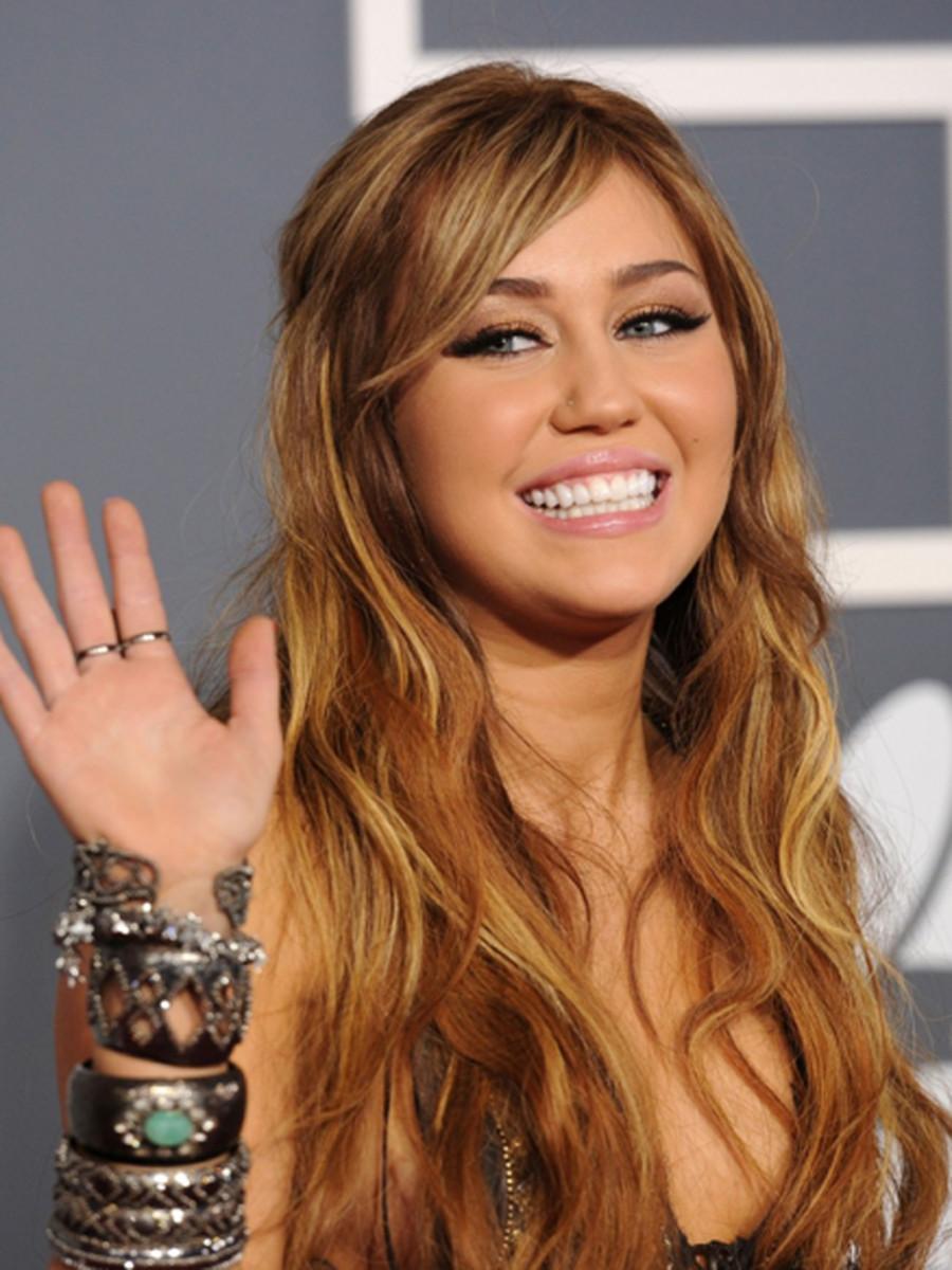 Miley-Cyrus-2011-Grammy-Awards