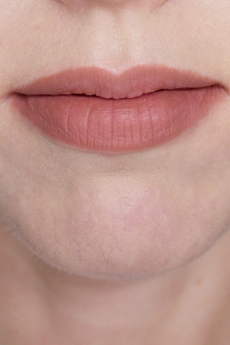 Charlotte Tilbury Lip Cheat in Iconic Nude (on lips)