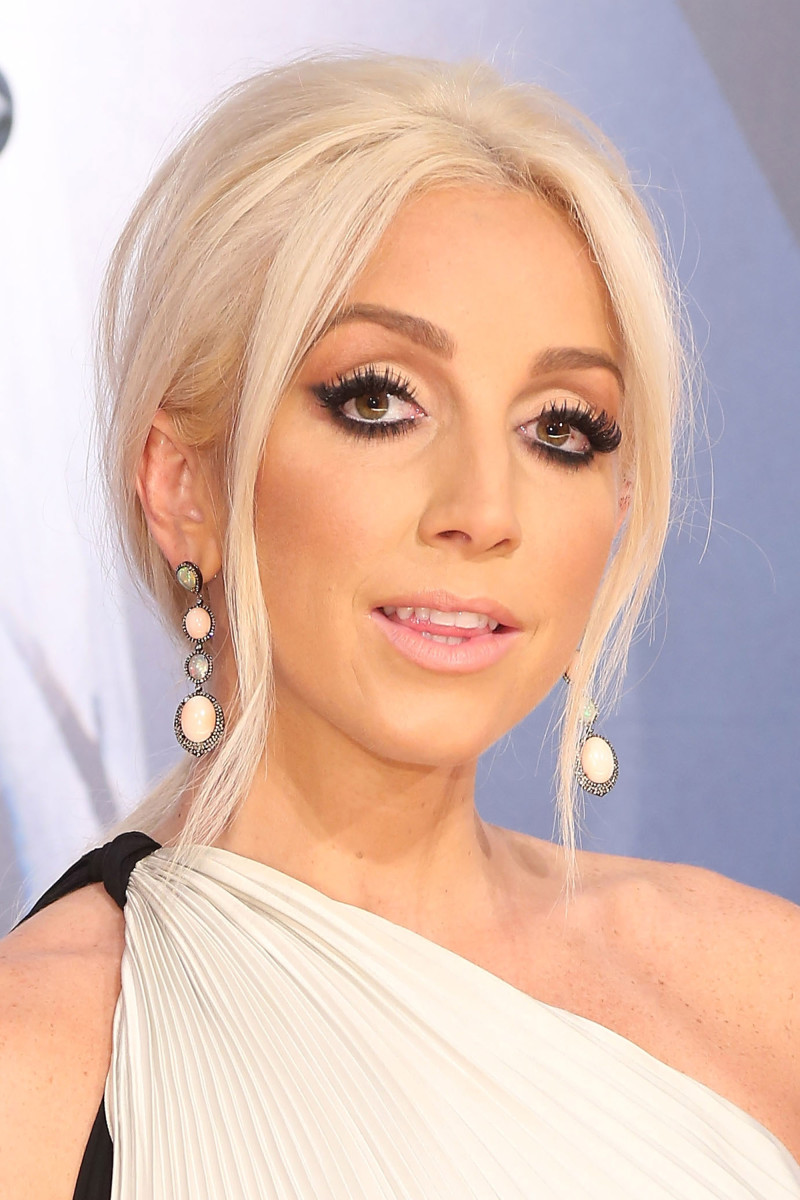 15 Of The Best Beauty Looks At The Cma Awards Beautyeditor