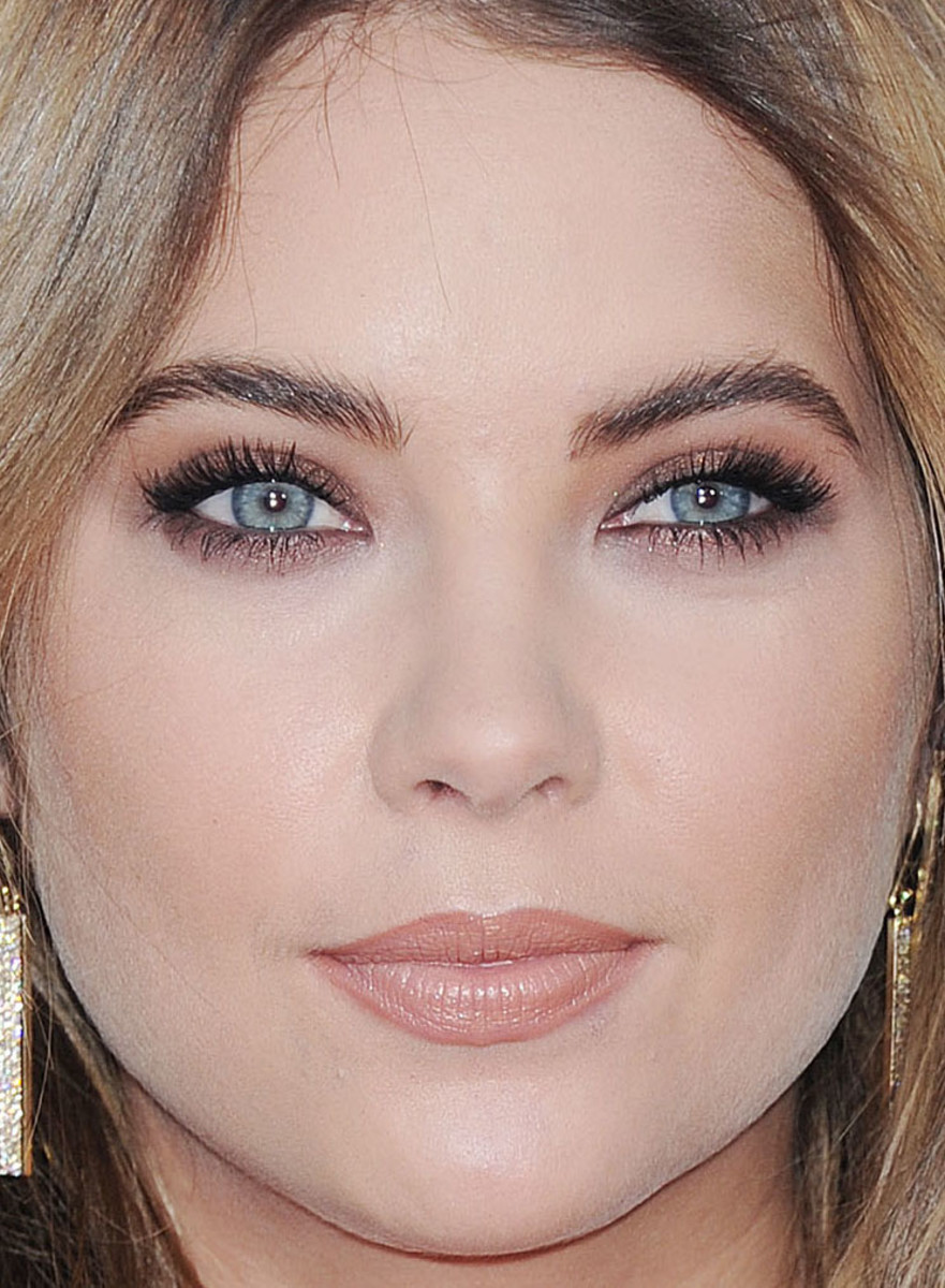 Ashley Benson, American Music Awards 2015
