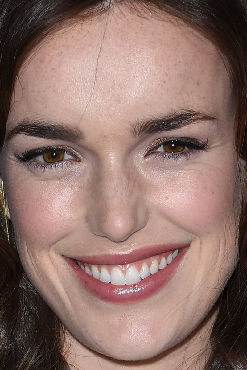 Elizabeth Henstridge, HFPA and InStyle Golden Globes celebration, 2015