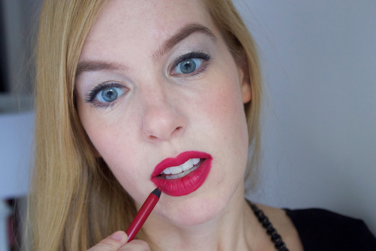 Easy holiday makeup tutorial (step 8)