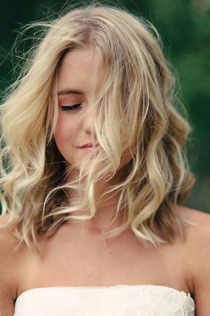 Loose blonde waves