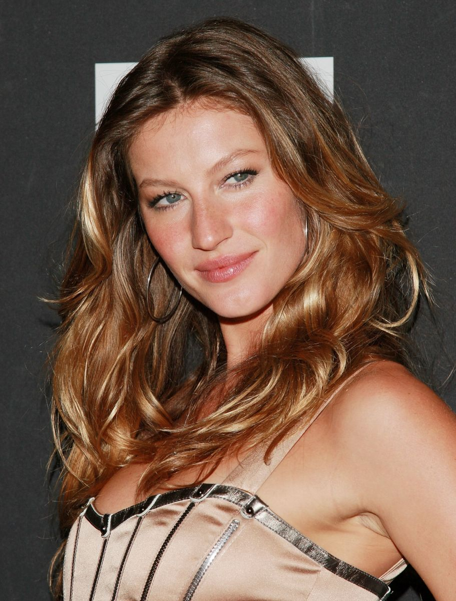Gisele Bundchen, Dolce and Gabbana The One fragrance launch, 2007