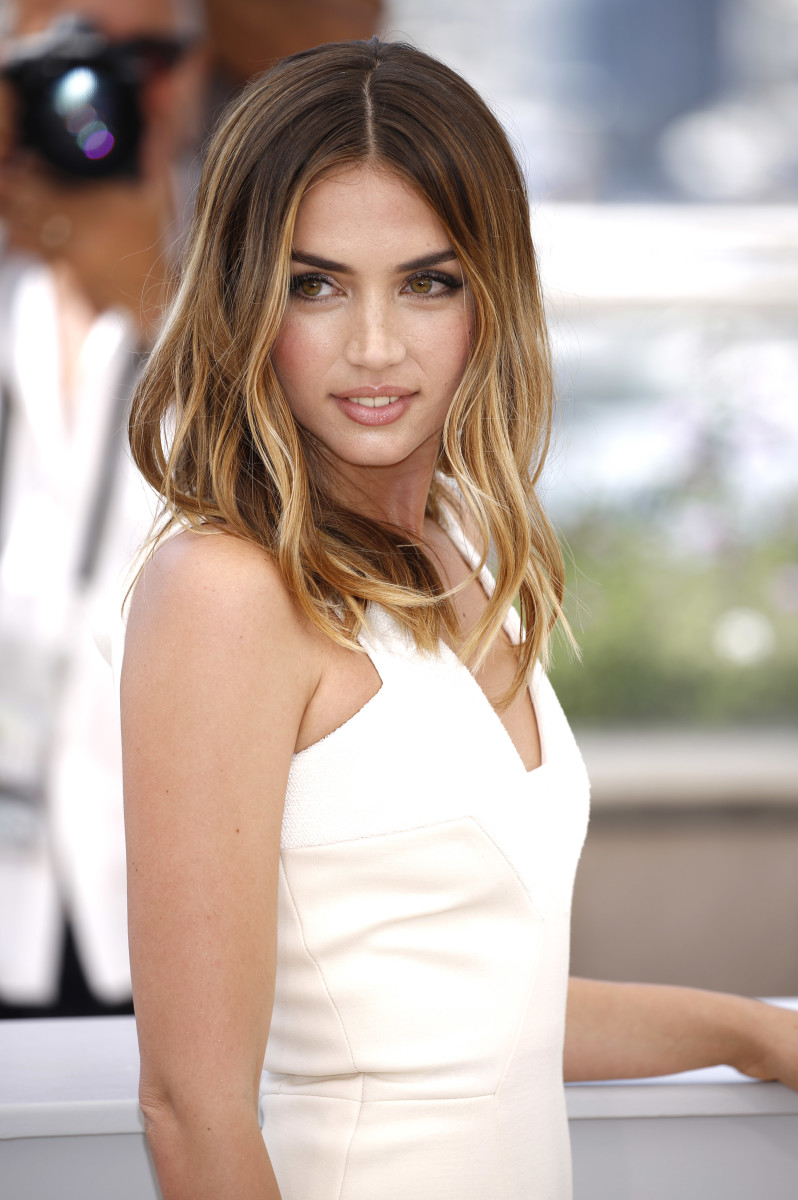 Ana de Armas, Hands of Stone Cannes photocall, 2016