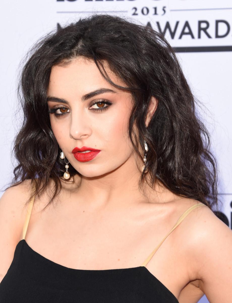 Charli XCX, Billboard Music Awards 2015