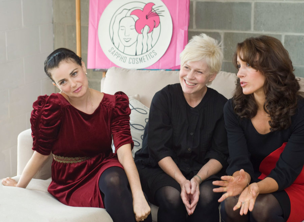 JoAnn Fowler with Jennifer Beals and Mia Kirshner