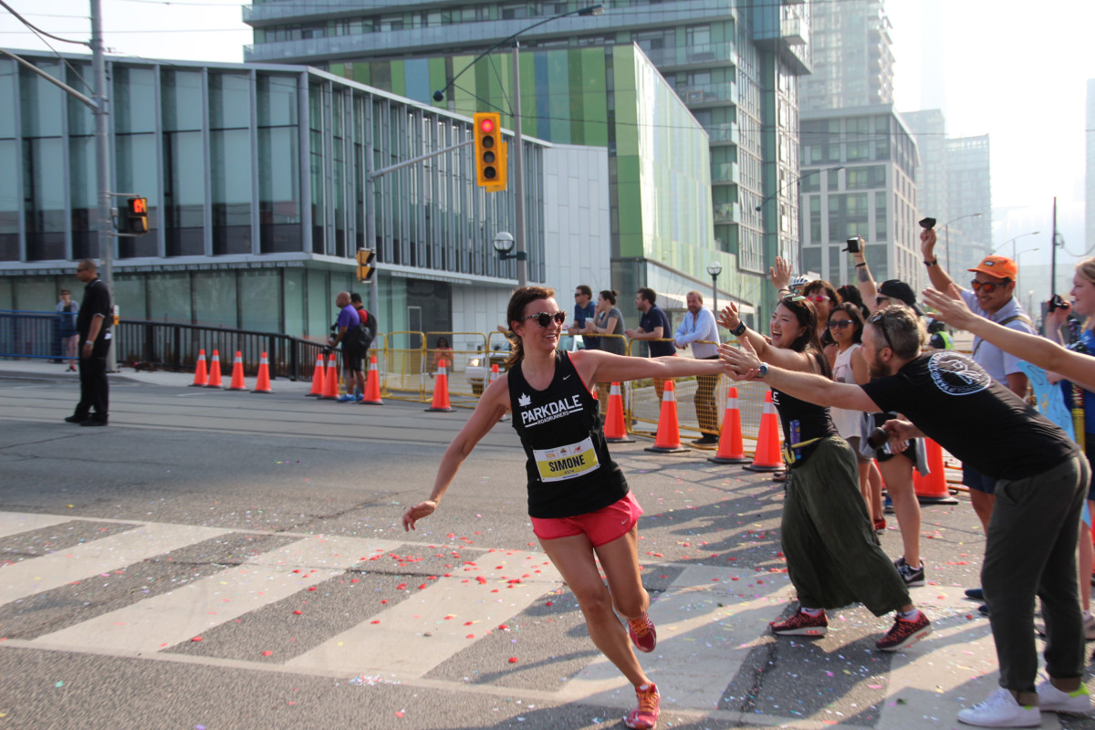Parkdale Road Runners cheer squad