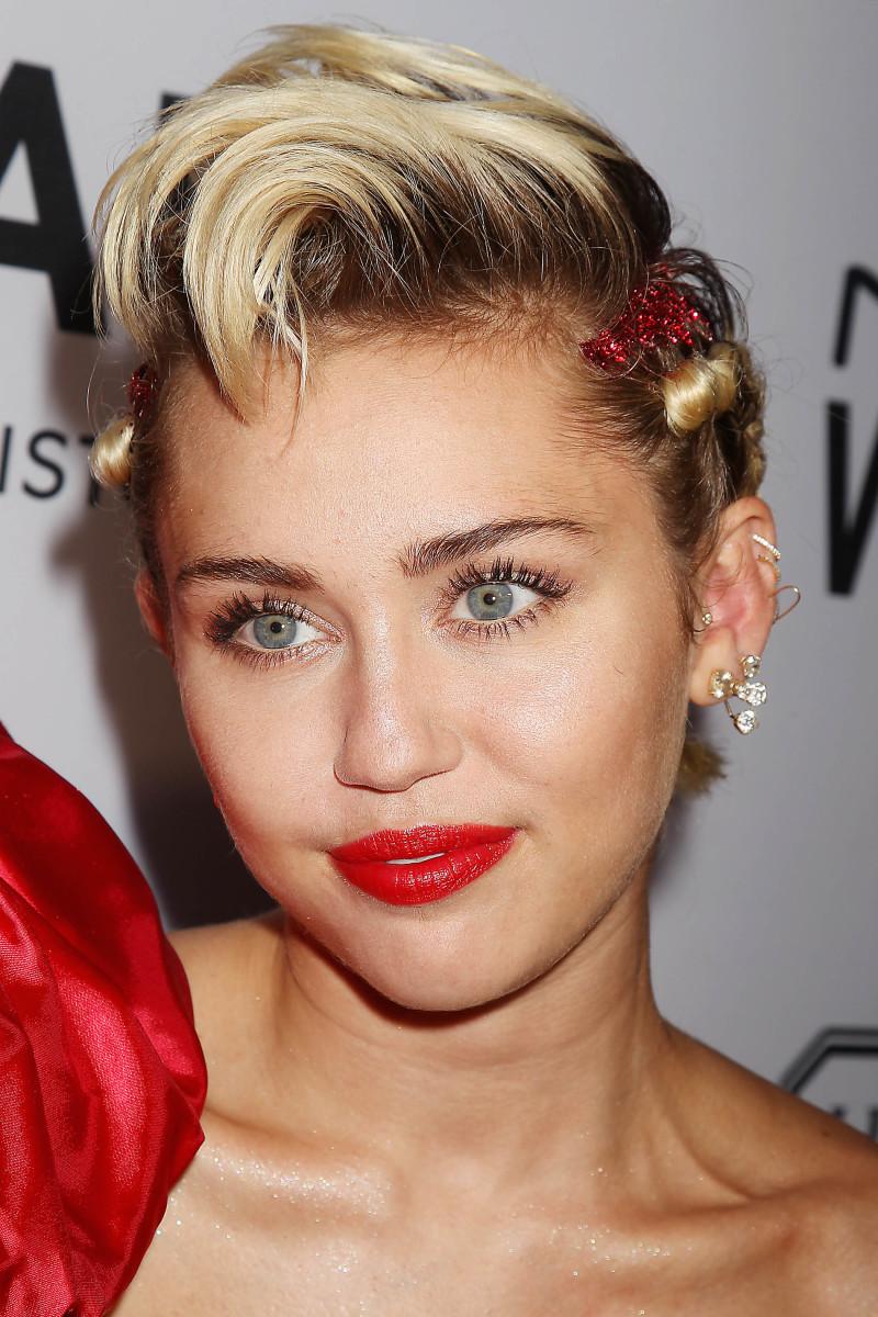 Miley Cyrus, amfAR New York Inspiration Gala 2015