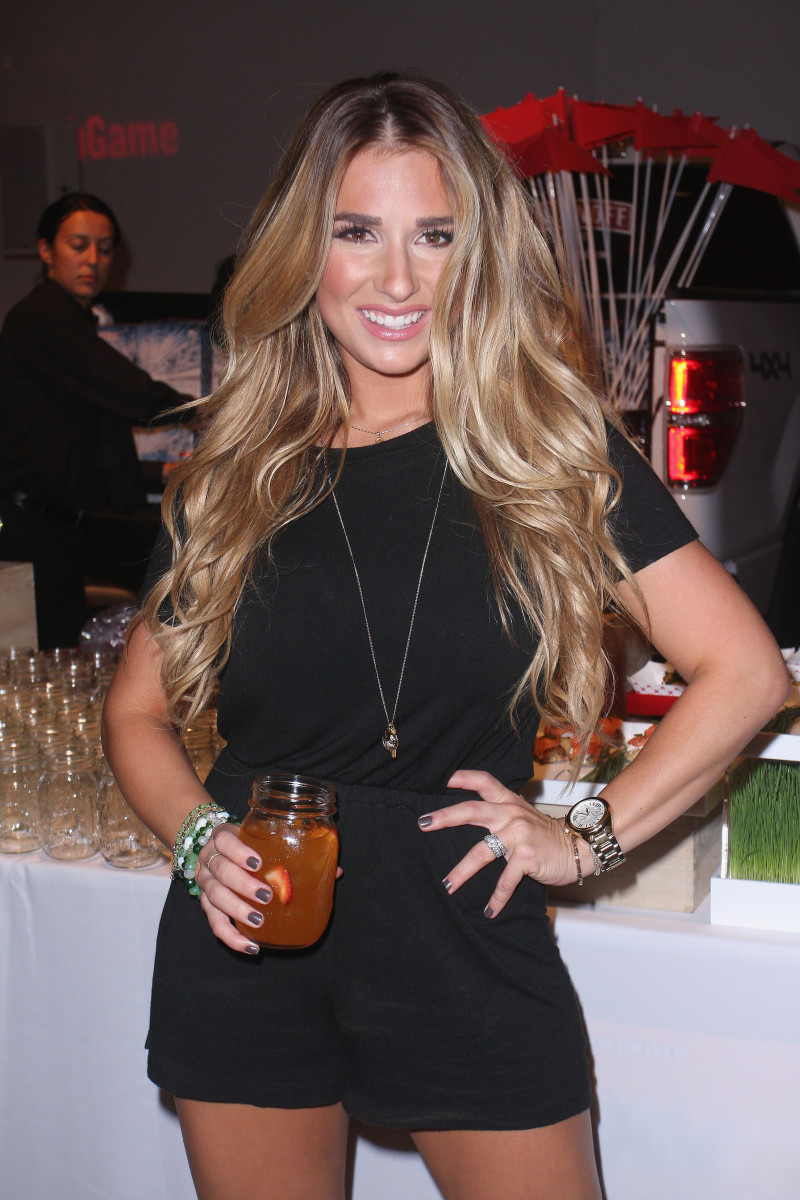 Jessie James Decker balayage highlights