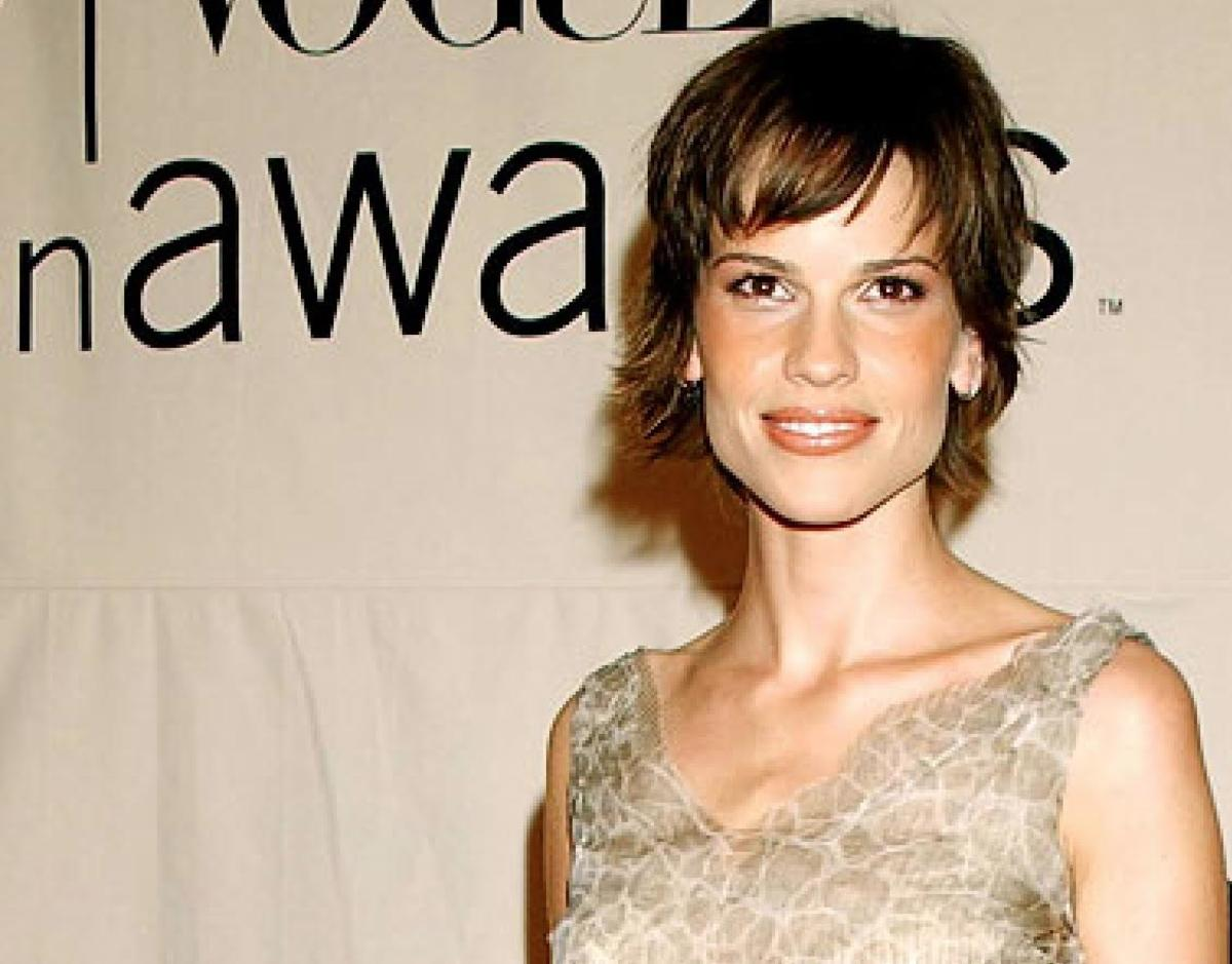 Hilary Swank, VH1 Vogue Fashion Awards, 2001