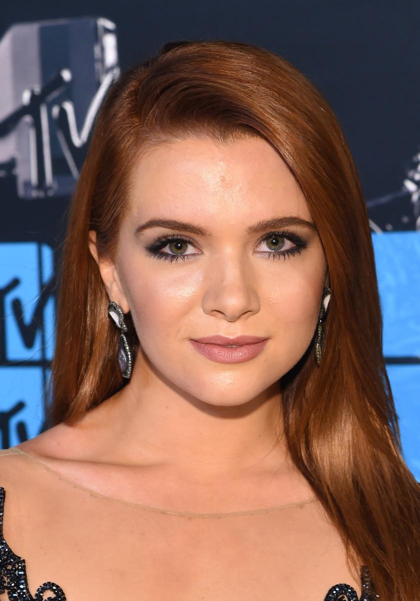 Katie Stevens, MTV Video Music Awards 2015