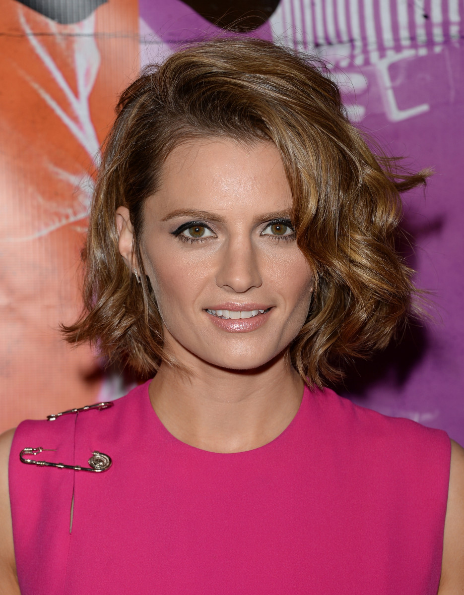 Stana Katic medium curly hair