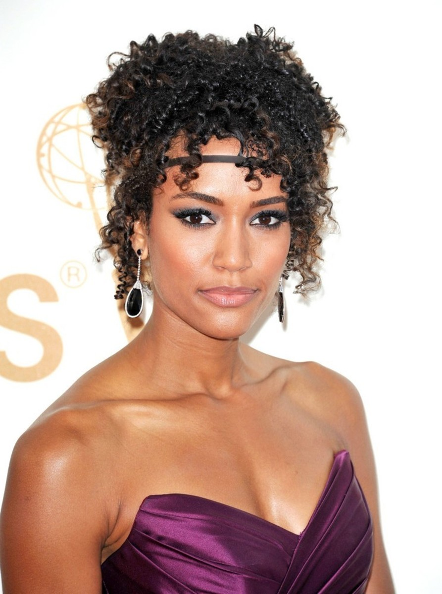 Annie Ilonzeh medium curly hair