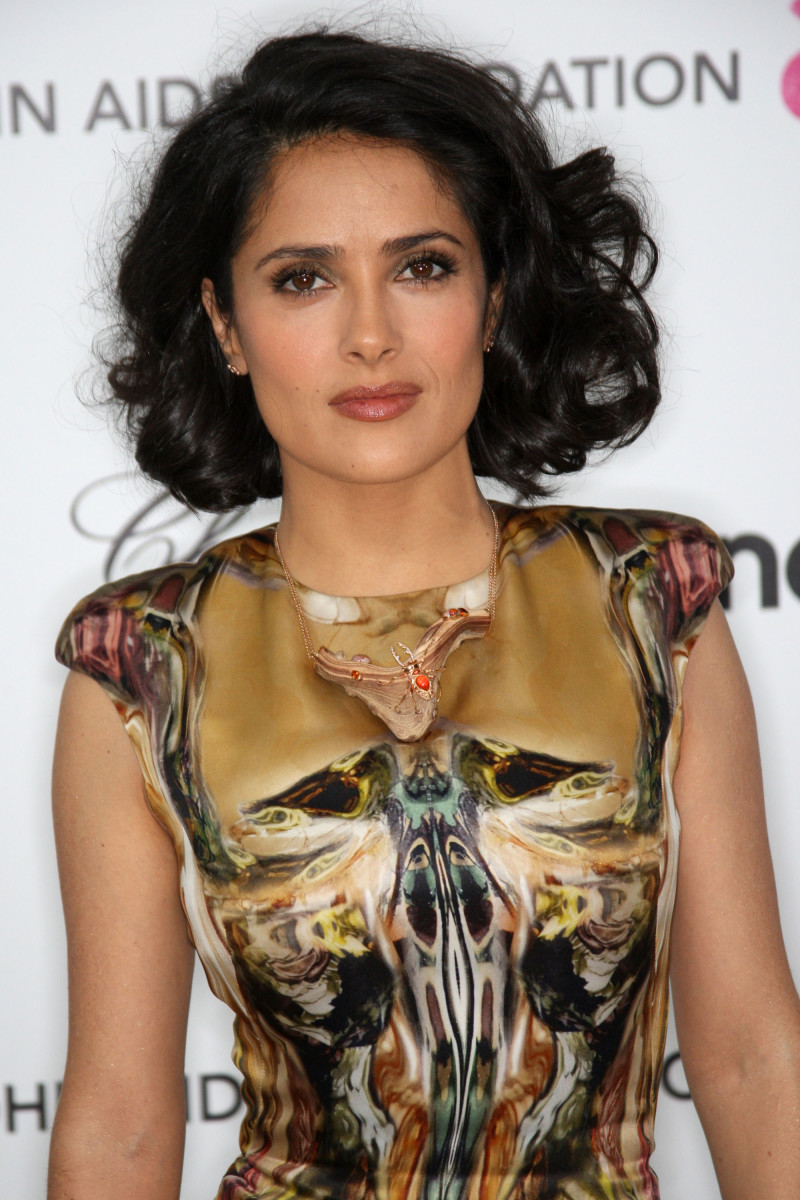 Salma Hayek medium curly hair
