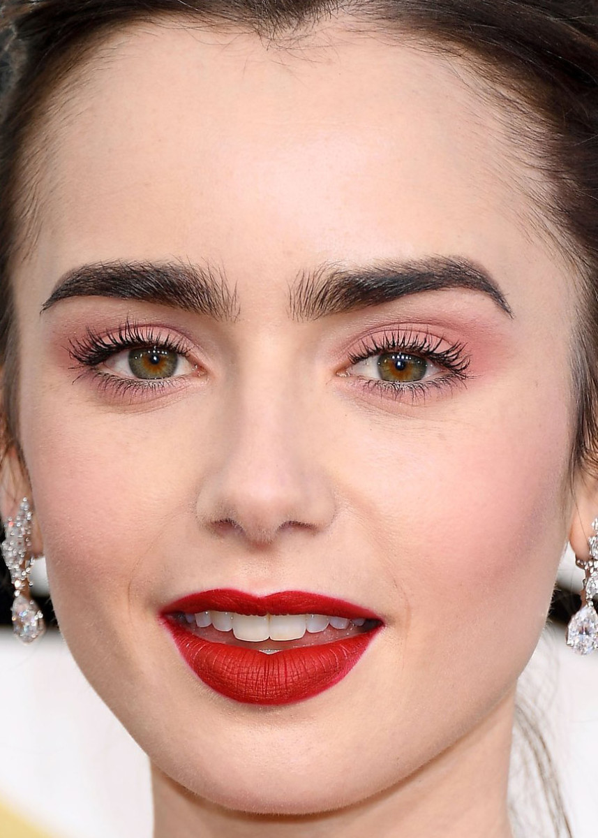 Lily Collins, Golden Globe Awards 2017