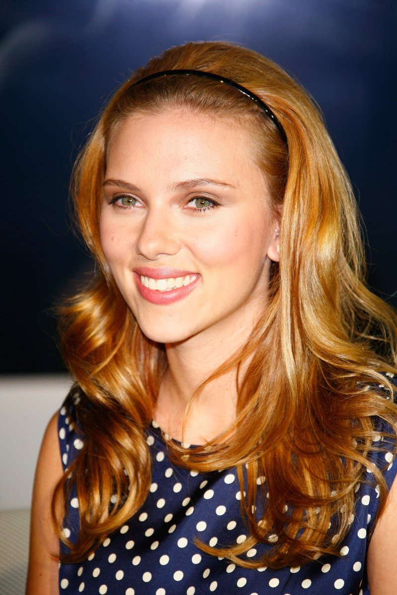 Scarlett Johansson, Break Up launch, 2009
