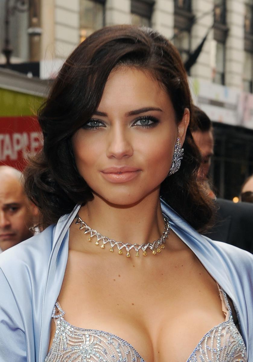 Adriana Lima, Victoria's Secret Bombshell Fantasy Bra, 2010