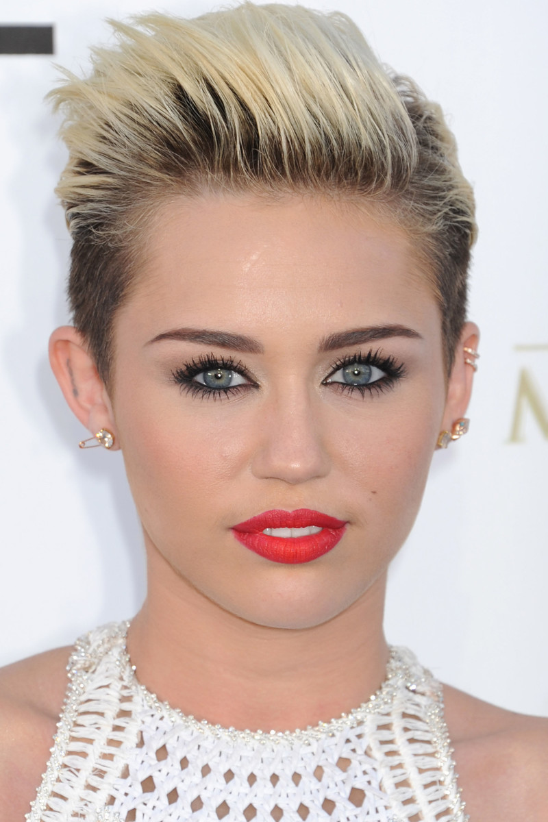 Miley Cyrus plastic surgery
