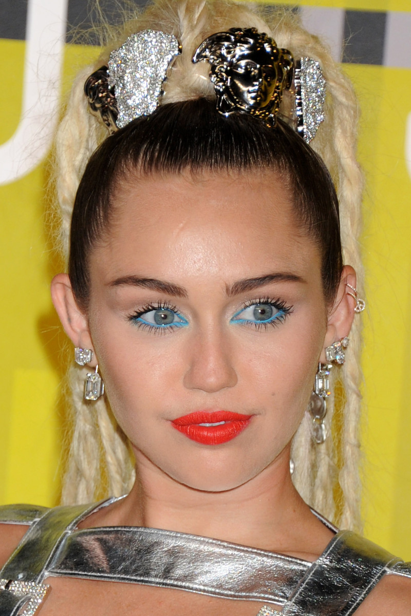 Miley Cyrus, MTV Video Music Awards 2015