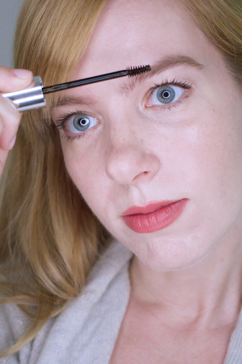 How to look younger with makeup - build the brows