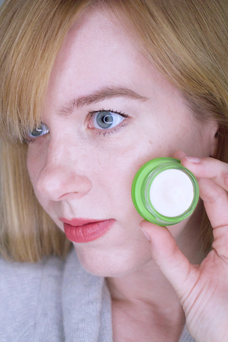 How to look younger with makeup - highlighter