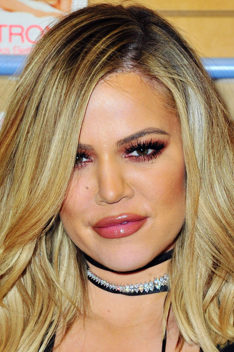 Khloe Kardashian, Strong Looks Better Naked signing, 2015