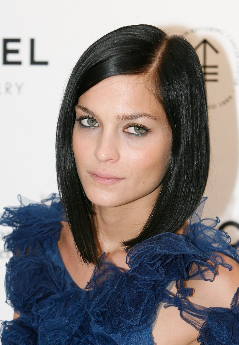 The best cuts for straight hair and round faces beautyeditor leigh lezark chanel fine jewellery event 2009 winobraniefo Choice Image