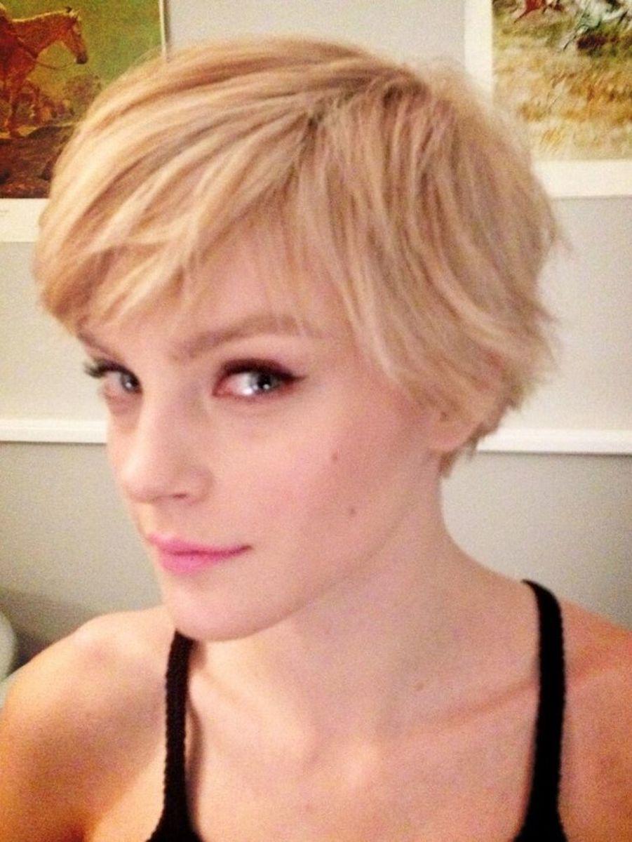 Jessica Stam short haircut