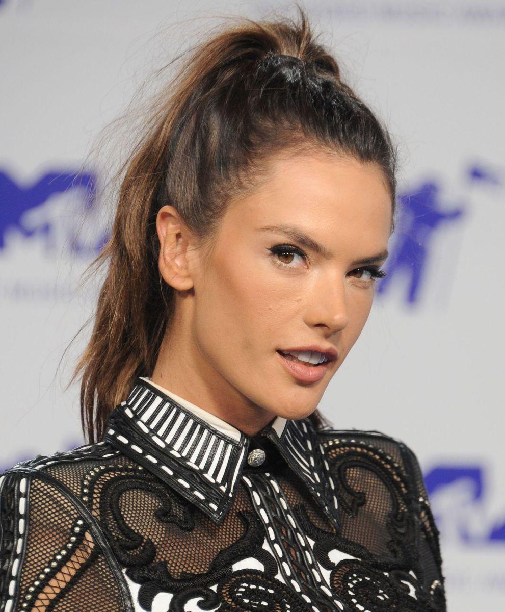 Alessandra Ambrosio, MTV Video Music Awards, 2017