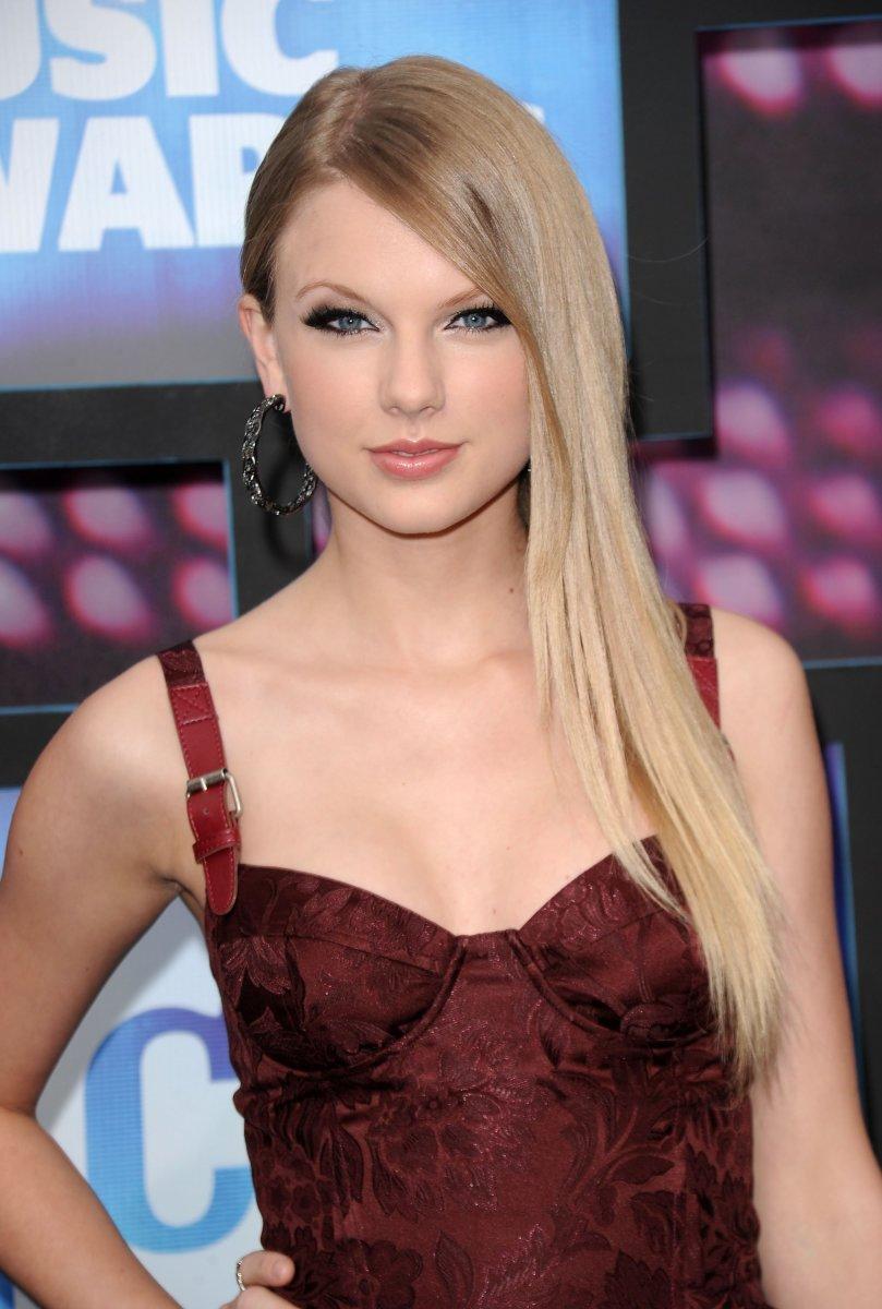 Taylor Swift, CMT Awards, 2010