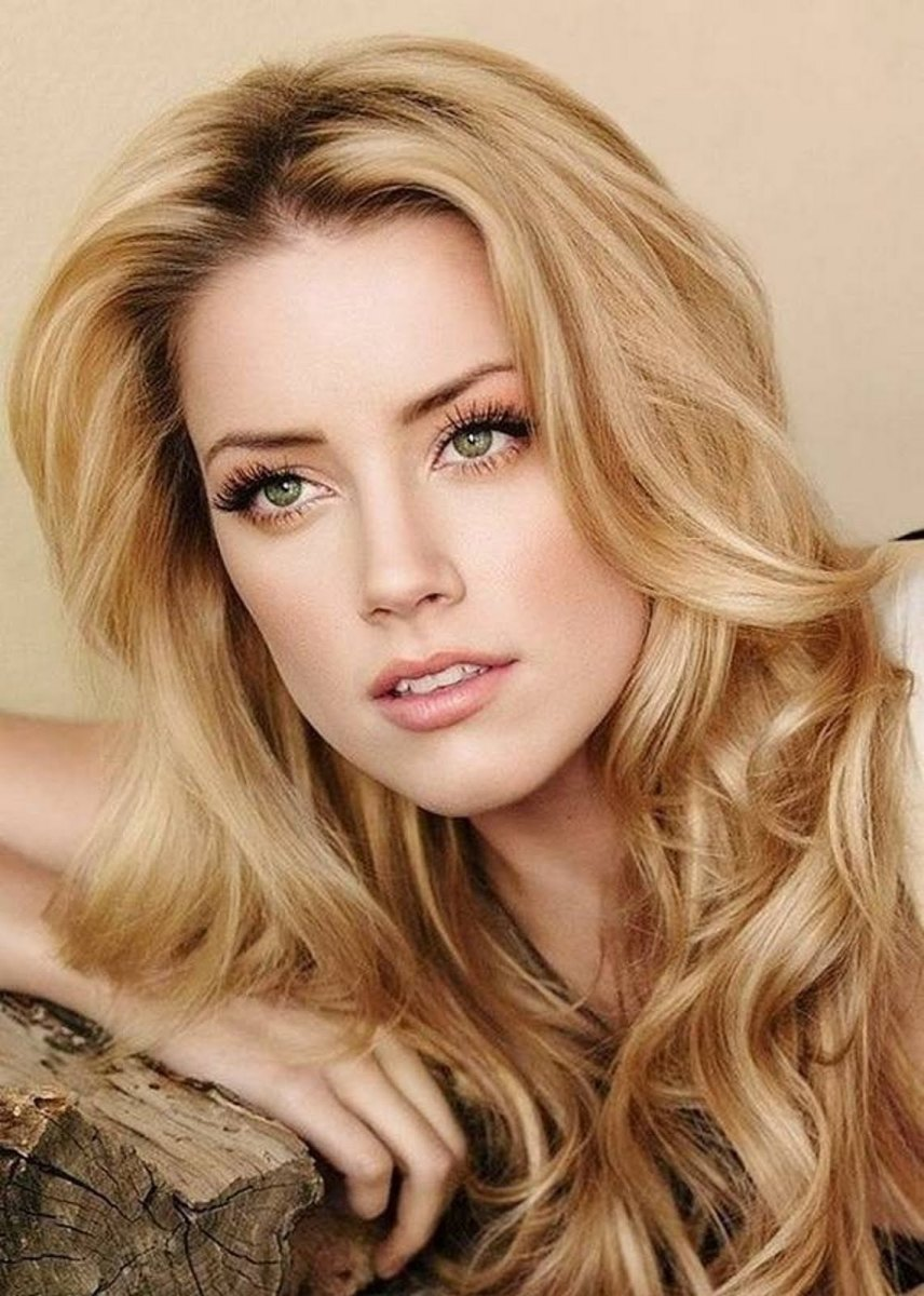 Amber Heard honey blonde hair