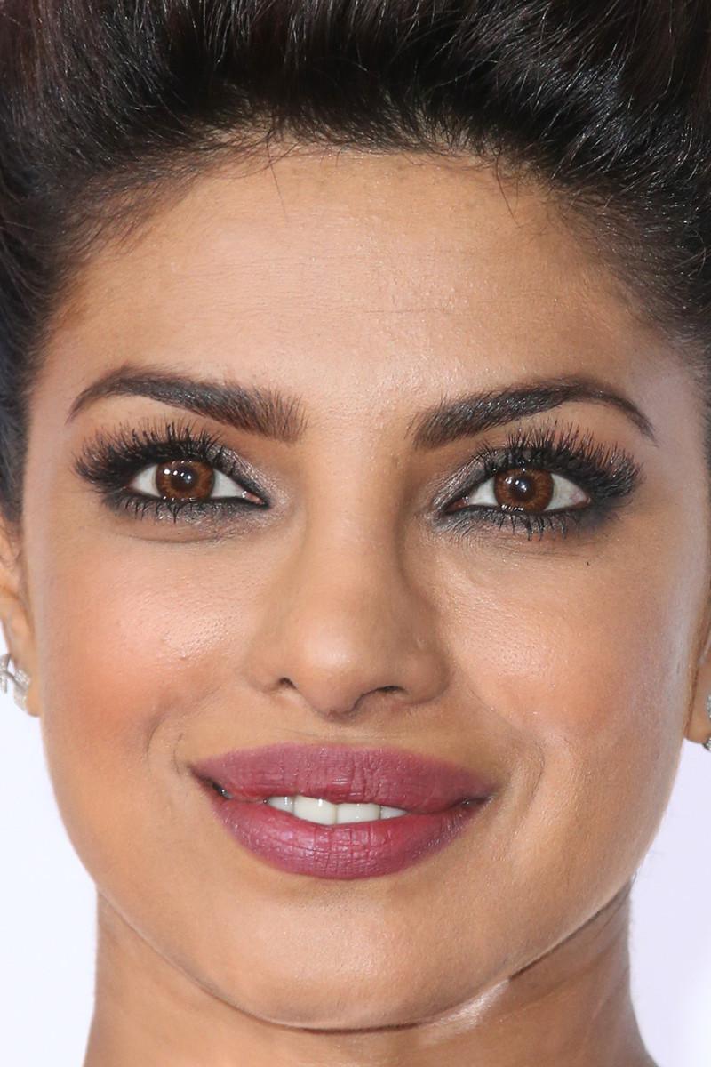 Priyanka Chopra, People's Choice Awards, 2016 (close-up)