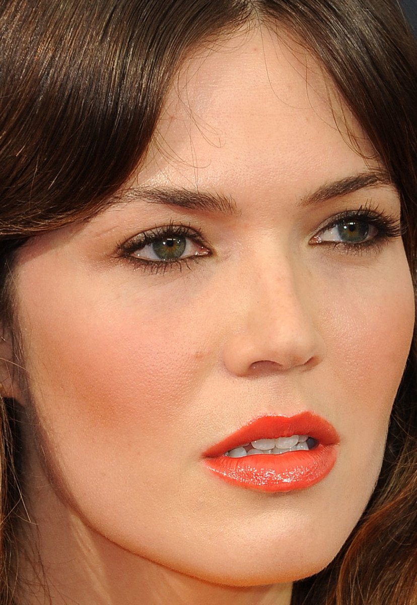 the best and worst beauty looks at the emmy awards mandy moore emmy awards 2016