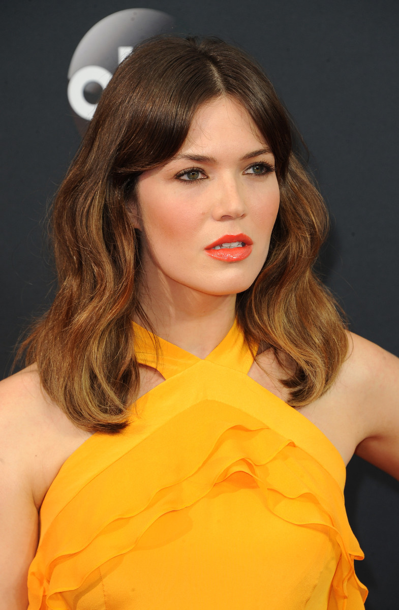 the best and worst beauty looks at the emmy awards mandy moore
