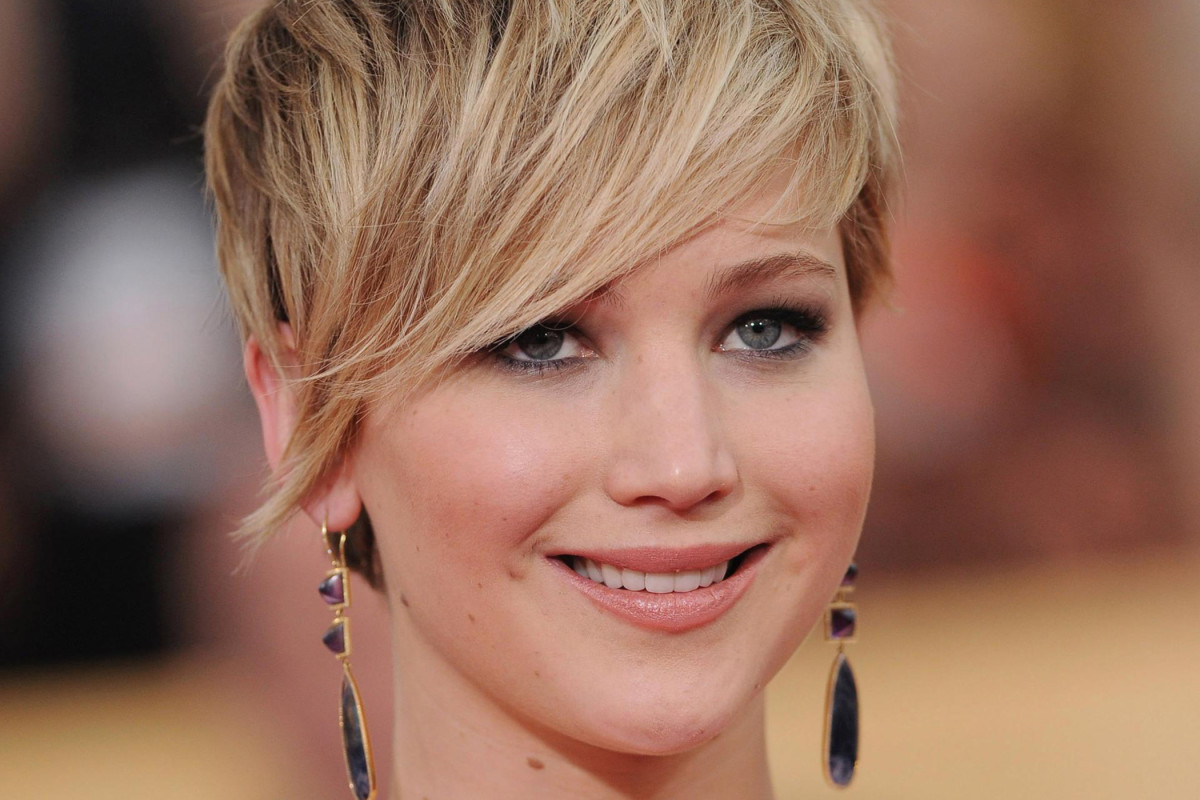 The best cuts for wavy hair and a round face