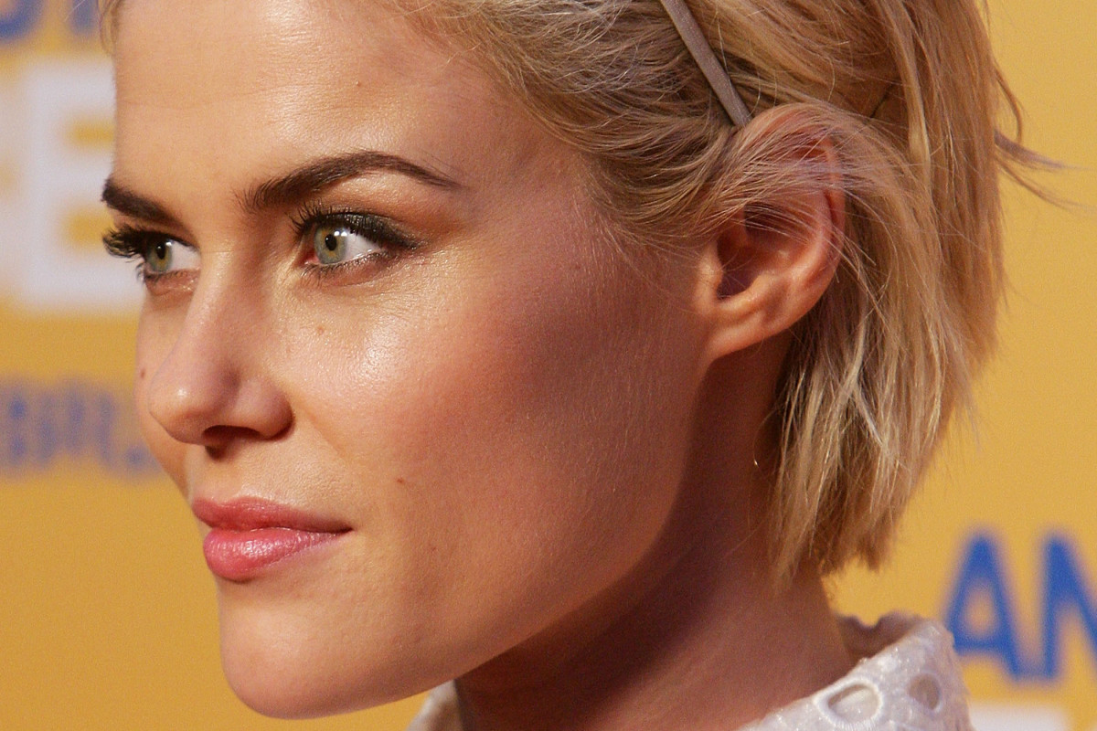How to Grow Out Bleached, Damaged Hair - Beautyeditor