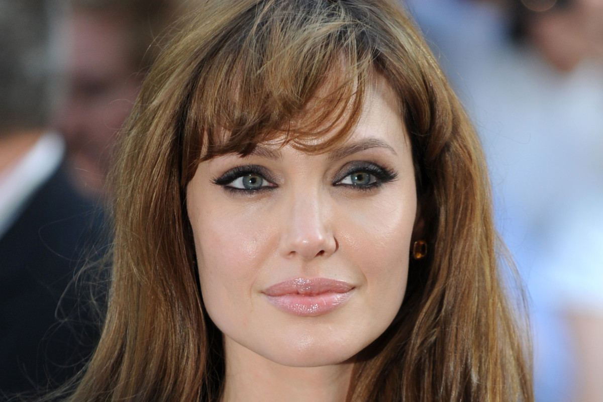 Best hairstyles for a front cowlick