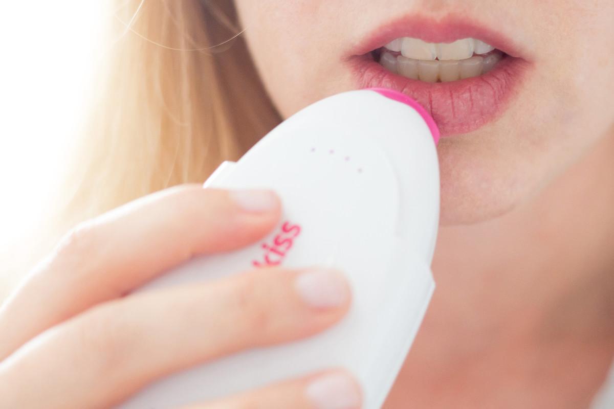 Lip plumper tool