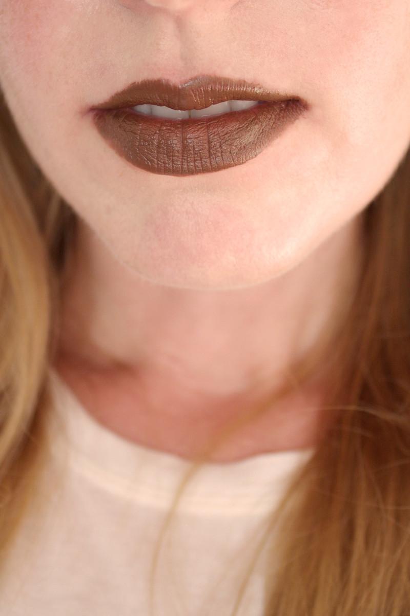 Bite Beauty Multistick in Cocoa (on lips)