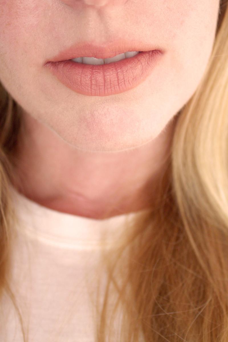 Bite Beauty Multistick in Creme Caramel (on lips)