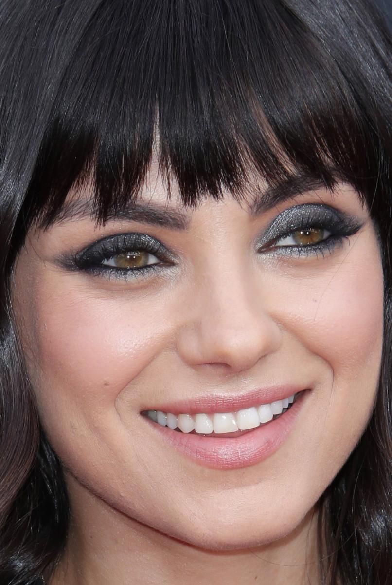 Close-up ofMila Kunis at the 2018 Billboard Music Awards.