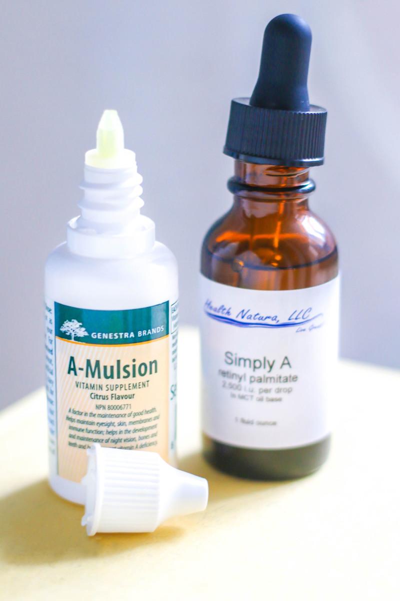 Retinyl palmitate for acne